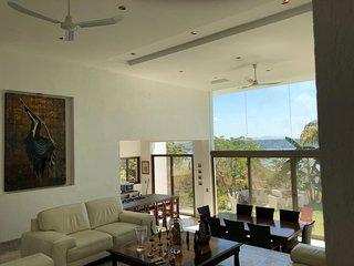 Casa lujosa con alberca templada y precioso jardin