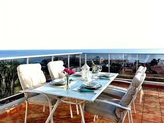 'The Balcony': Panoramic Ocean Views
