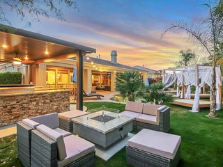 White Palm Villa - 1 Block from Coachella/Empire Polo Fields