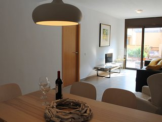 Modern ground floor 3 bedroom apartment with direct access to pool!