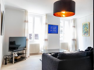 Ideally placed apartment in heart of petit Marais Nicois