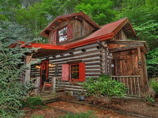 Experience being Nestled Inn. Near Asheville, Maggie Valley and hiking!