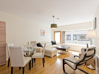 Stylish & Contemporary Apartment in City Centre