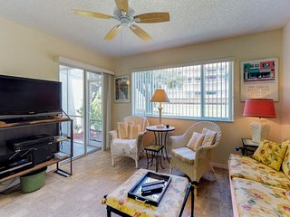 NEW LISTING! Conveniently located condo w/shared pool & tennis-walk to the beach