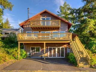 STARLIGHT HIDEAWAY~LOW INTRODUCTORY RATE~Views, HOT TUB and Pets OK