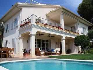 Stylish villa with pool close to the sea