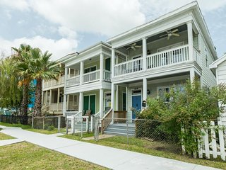 NEW LISTING! Coastal vintage home with patio, balcony, and free WiFi