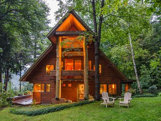 NEW LISTING! Beautiful & unique lodge w/furnished deck & views - near skiing