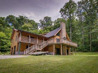 Inviting, spacious, and dog-friendly cabin, close to town & ski resorts!