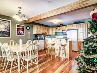 Sleeps 9 - True Ski In/Out - 2 Bedroom, 2 Bathroom, Private Hot Tub Chalet