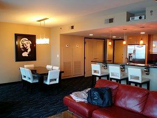 Luxury 3 Bedroom Suite Center of Strip Hotel ELARA Hilton Grand Vacation Club