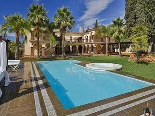 Luxury Mansion of 14 Bedrooms in Marbella second line beach