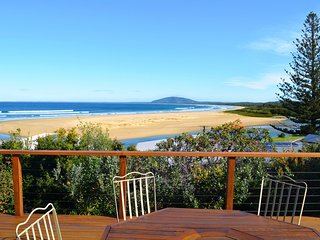 DECK 34, Gerroa - perfect location with stunning views & 4pm check out Sundays!