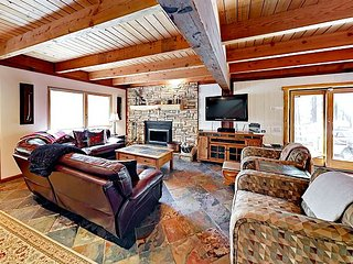 Stylish 3BR Mountain Lodge - Minutes to Heavenly