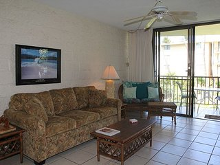 Maui Ocean View Unit in Quiet Beach Front Resort—Fabulous Views, 2 BR/2 BA