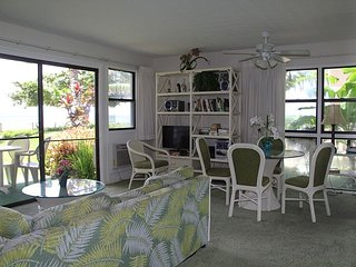 South Maui Beachfront Condo on Sandy Beach; Awesome Views; 2BR/2BA; Sleeps 6