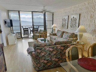 Maui Oceanview Unit in Quiet Beachfront Resort  180° View  2 BR/2 BA Sleeps 6