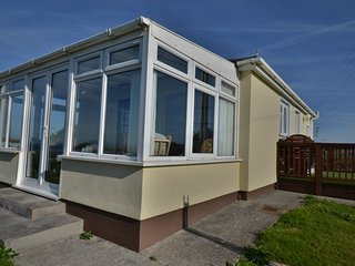 F10 Greystones, Riviere Towans - Large 2 bedroom chalet with great conservatory,