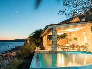 LUXURY BEACH FRONT VILLA WITH POOL IN OREBIC, PELJESAC, CROATIAN VILLAS RENTALS