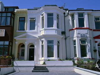 27 Bath Street (Guest House)