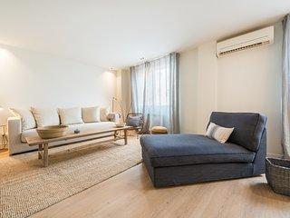 Designer Loft Next to Paseo del Prado for 4 people