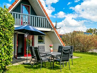 6 pers. Holiday home in a small bungalow park near the Lauwersmeer