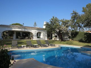 Stunning Villa in Algarve at 2 mins from golf  Quinta do Lago and Vale de Lobo