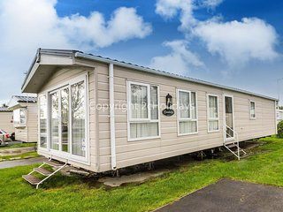 8 Berth Caravan in Seawick Holiday Park Clacton on Sea Ref : 27006MV