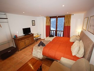 Deluxe studio in the heart of Soldeu with stunning views