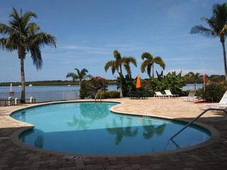 Boca Ciega Resort & Marina - Waterfront View! Watch Dolphins from Balcony!