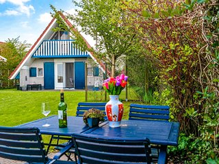 5 pers. holiday home close to the National Park Lauwersmeer