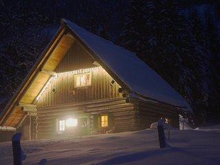 Romantik pur - Jagdhaus in der Winternacht