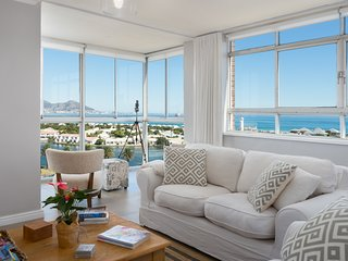 Large Trendy Apartment with Stunning Ocean Views