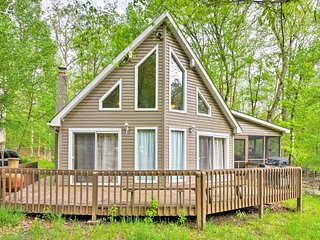 Cozy Bushkill Retreat w/ Lake Access & Amenities!