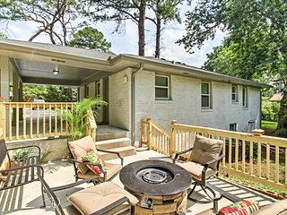 Modern Home w/ Deck, Gas Fire Pit - 8 Mi to Dwtn!