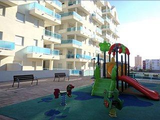 Modern lägenhet, stor pool, nära strand, luftkonditionering, wifi
