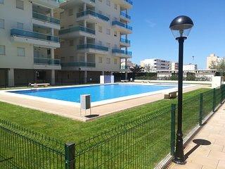 Modern lagenhet, stor pool, nara strand, luftkonditionering, wifi