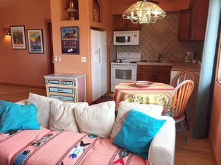 Bisbee: Charming apartment on golf course. Views!