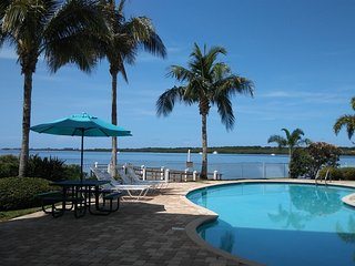Boca Ciega Resort-SPECIAL RATES NOW! Waterfront View! See Dolphins from Balcony!
