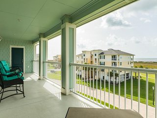 NEW LISTING! Dog-friendly condo w/ shared pool, hot tub, and ocean views!