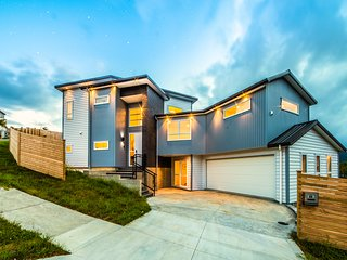 Fabulous architectural design, brand new modern, warm and bright 5 bedroom house