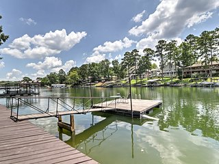 Cute Lakefront Hot Springs Condo w/Balcony & Dock!