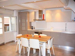 Charmante et spacieuse Maison situé au centre du village de Valbonne, 4 étoiles