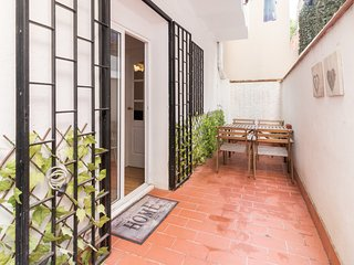 Great 3bed with patio close to Sagrada Familia
