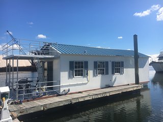 Super Cool Houseboat, Minutes from Downtown, Free Parking!