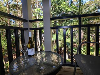 511 Dollarbird TreeTops Townhouse - stunning bushland setting in lakeside resort