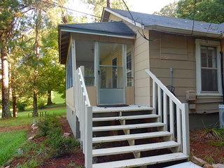 lakeside cottage , hot tub,  furnished, chattanooga close by. nickajack lake