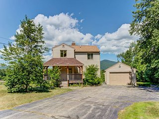 NEW LISTING: 4 BR, 3 BA North Conway home w/Mountain Views, AC, Cable, Wifi!
