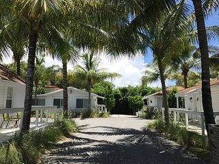 Grove Bay Bungalows - 4BD/3BA Gated Cottage - Sleeps 8