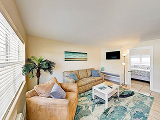 Updated 1BR w/ New Beds – Pet Friendly & Close to Dog Park, 1 Block to Beach!